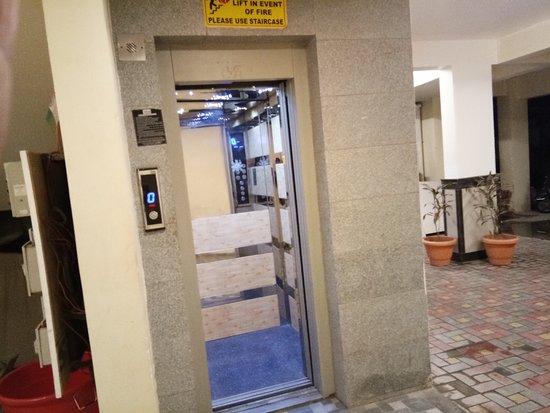 The JK Hotel-Nagpur Railway Station-Elevator