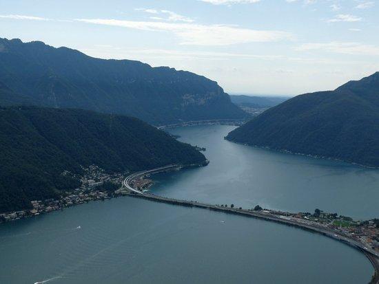 Il lago di Lugano. In primo piano il ponte tra Melide e Bissone