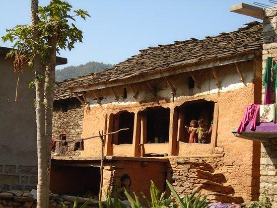Дальне-Западный регион, Непал: Babies at the door in Seti River valley, Doti, Far West Nepal