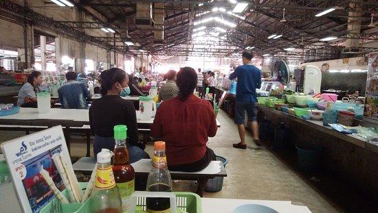Daoheuang Market: 市場西側の食堂街