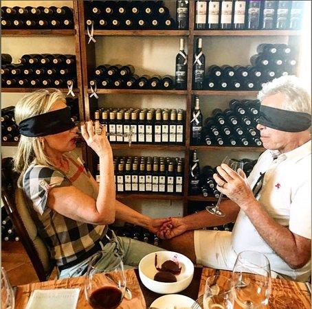 Il nostro speciale romantico sensoriale wine tasting con Brunello di Montalcino biologico organic e olio d'oliva prodotti intorno al castello