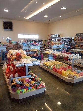Candoi, PR: Área de compras (itens diversos).