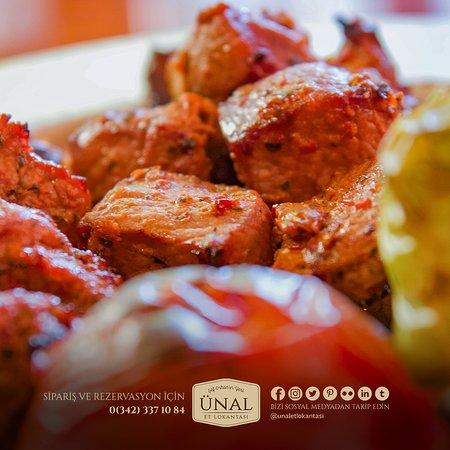 En lezzetli terbiyeli etler, yumuşacık lokum gibi pişirme şekliyle hizmetinizde 😎 . . . . . . . . .  #ünaletlokantası #ünalet #ünal #gaziantep #yemek #kültür #kebap #lahmacun #fıstıklıbörek #gaziantepten #lezzet #beyran #paça #et #kahvaltı #beyti #foodporn #lezzetduraklari #gurme #restoran #gurmelezzetler #katmer #instafood #tatlı