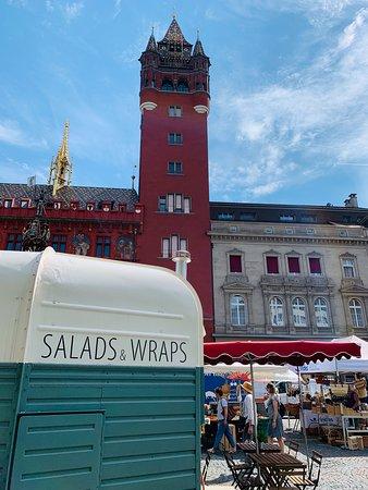 Salads and Wraps. Der gruene Gaul. Foodtruck in Basel. Markplatz, Basel.