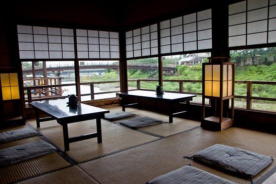 Isuzugawa Cafe : 日式塌塌米座位區