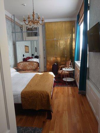 部屋(Sapphire Room)