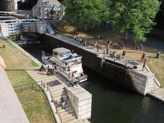 Ottawa Highlights 3.5 Hour Bike Tour: passage écluse