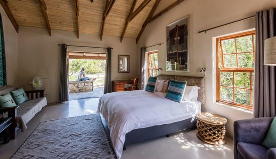 Spookhuis Cottages (formerly Mosaic Cottages): Garden Trail Cottage, master bedroom with a king bed and extra single bed.