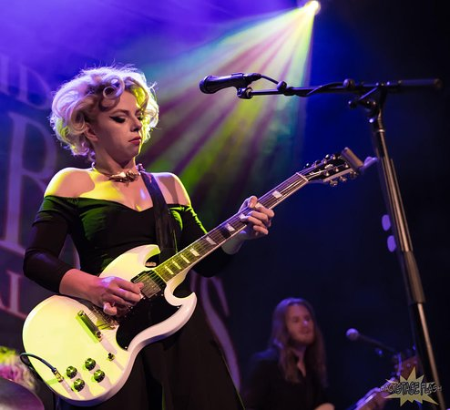 Samantha Fish wows the audience during a Blues and Brews late night show
