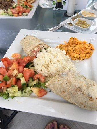Lemon Tree Restaurant: wrap with amazing carrot salad