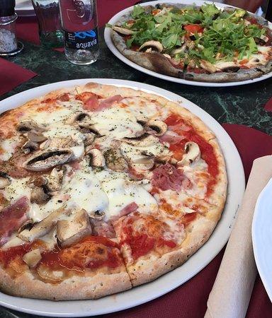 Pizzas Cappriciosa y vegetariana.