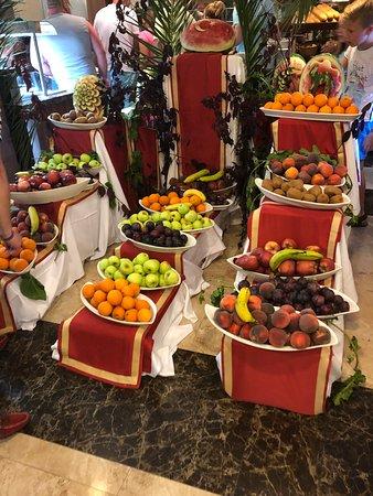 Питание прекрасное!!фрукты разнообразные и их много