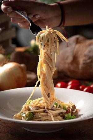 Lunch Carbonara Pasta chicken & Broccoli