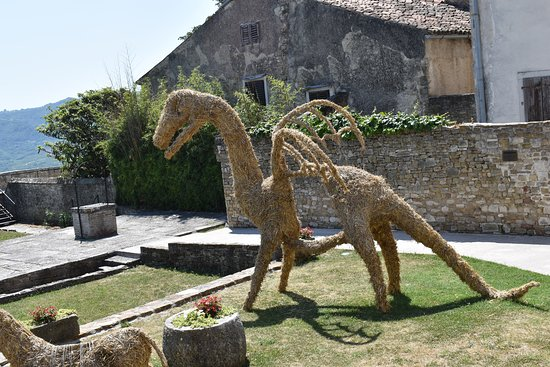 Hilltop Walled Ancient City of Motovun: The dragon was just one of the straw topiary collection in Motovun