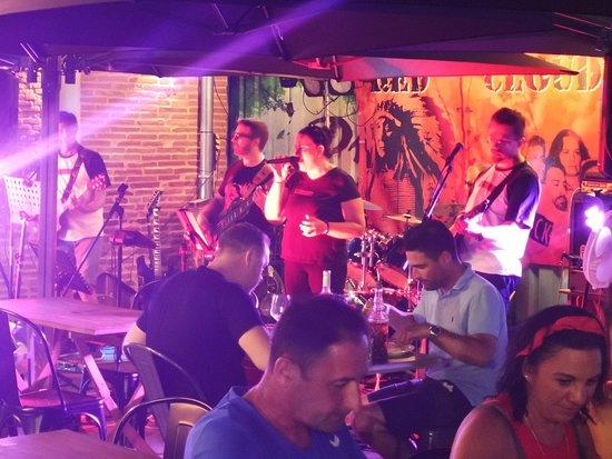 Pizza Mamita: Concert Red Cloud Juillet 2019