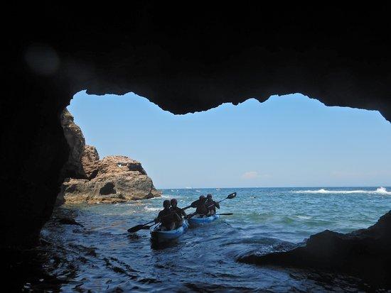 La cueva más emblemática de la zona.  LA COVA TALLADA si sus piedras hablaran habría murmullos desdeMoraira hasta Oliva.