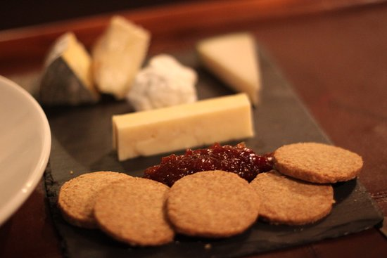 Bella Luce: Local Cheese (Fort Grey Soft Blue + Girard Goats Cheese + Golden Guernsey Cheese + Extra Mature Cheddar + Tunworth) with Chutney and house-made Oat Cakes