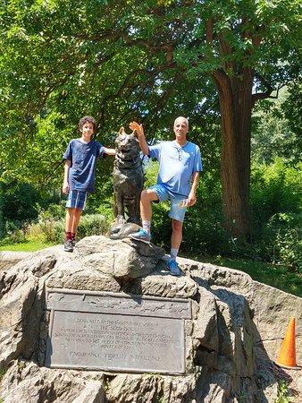 Estatua em homenagem ao cão BALTO