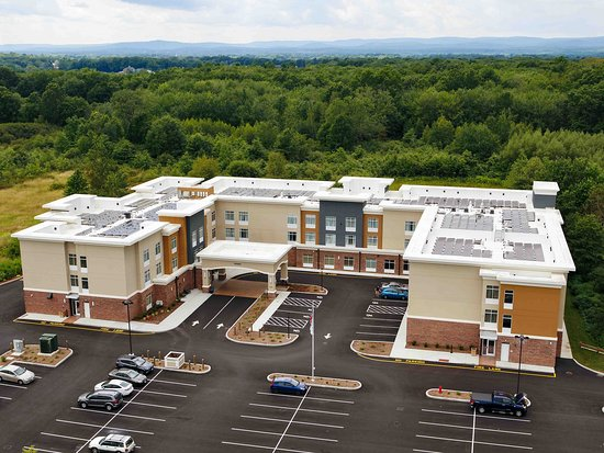 Aerial View/ Solar Panels – obrázok Homewood Suites By Hilton Hadley Amherst, Hadley - Tripadvisor