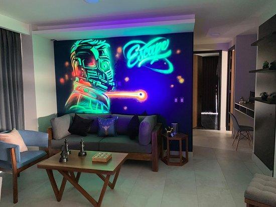 Arte, tecnología, experiencias, es solo algo de lo que podas encontrar en estos departamentos híbridos, con amenidades de hotel. No solo lo tienes que visitar, lo tienes que VIVIR!! Ubicado en Guadalajara, México.