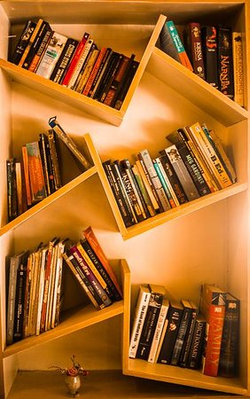 Meghalaya, الهند: Bookshelf