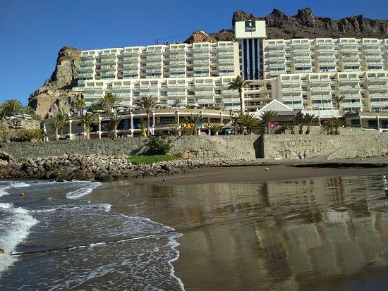 Taurito Princess: Hotel widoczny z plaży