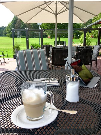 Restaurant Loch19 im Golfclub Sauerland: Ein Latte Macchiato auf der schönen Terrasse