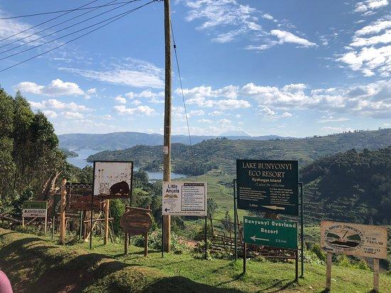 Bunyonyi Overland Resort: Approach to the resort