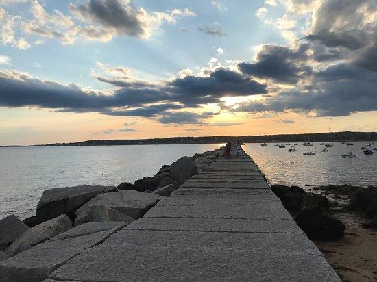 Private Tagestour von Boston zu den Fischerdörfern Rockport und Gloucester an der Nordküste: Breakwater in Gloucester