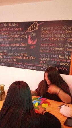 Cuzco, Peru: CHICAS..EN PLENO YENGA!!!