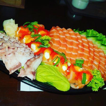 Sashimi salmão, polvo e salmão ice com geleia de Pimenta.
