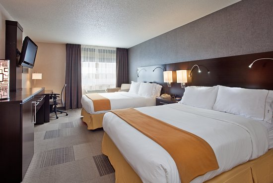 Holiday Inn Express and Suites Beatrice: Guest room