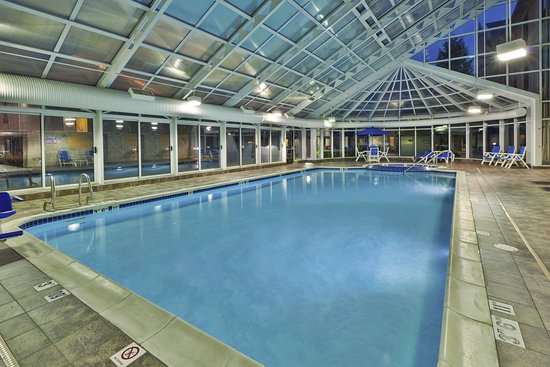 Holiday Inn Express & Suites Belleville (Airport Area): Pool