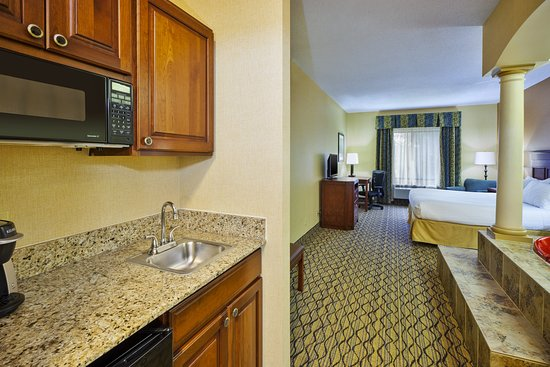 Holiday Inn Express & Suites Belleville (Airport Area): Guest room