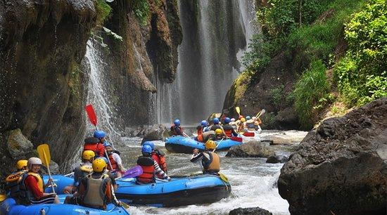 spectacular white water rafting