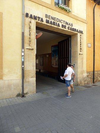 Hospedería Monástica Pax, entré till innergård med bilparkering