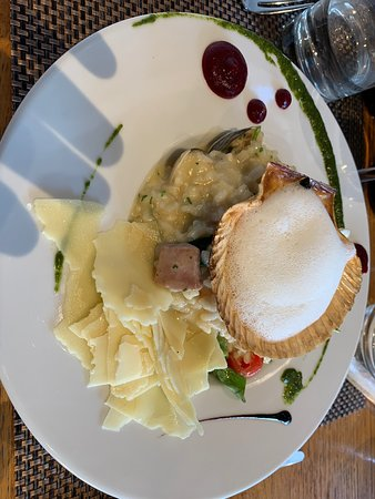 Wine Bar & Restaurant Sova: Great starters. Amazing risotto. Delicious tuna. Yummy desserts!
