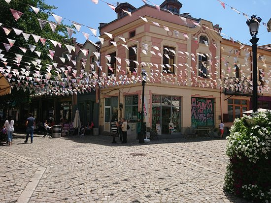 بلوفديف, بلغاريا: Kapana Creative District in Plovdiv is always a nice decision when you seek a charming atmosphere for just relax and a drink. Do not miss autumn time in Kapana!