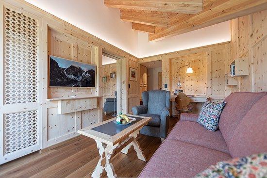 Hotel Chesa Randolina: Wohnraum der Panorama Suite