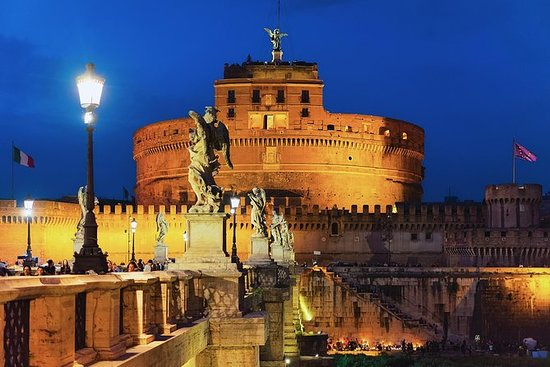 Private Guided Tour of Castel Sant'Angelo by Archaeologist Donato PhD: Castel Sant'Angelo Private Tour by Donato PhD Archaeologist and Guide