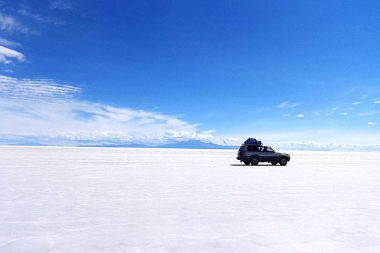Salar de Uyuni and colored lagoons tours 3 days