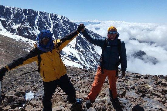 2日間トゥーブカル登山トレッキング、アトラスマウンテンハイキングトレッキング