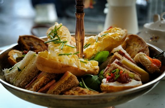 Mama Doreen's Emporium: Sandwiches and quiche on different breads with salmon, egg mayonnaise, ham and cheese and cucumber