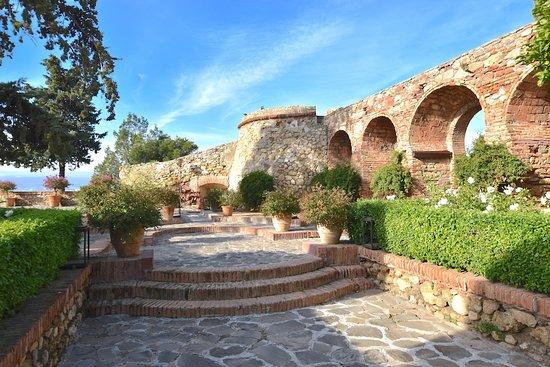 Castillo de Santa Catalina, antiguo baluarte y hoy un hotel. Magníficas vistas.
