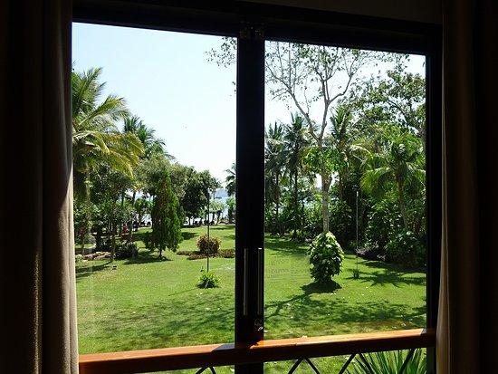 Bintang Flores Hotel の窓からの眺めです