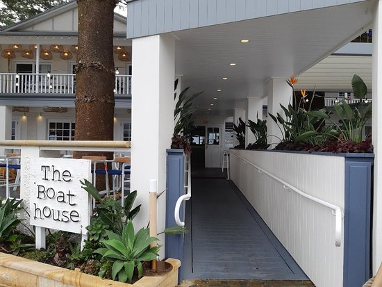 Patonga Beach Hotel Restaurant: This the restaurant entrance, were you should enter