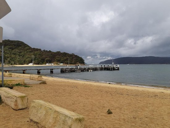 Patonga Beach Hotel Restaurant: The view from the front of the hotel