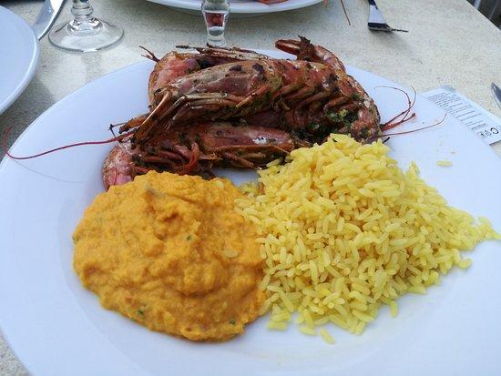 Le Mange Tout: Gambas et accompagnement riz et purée de carottes