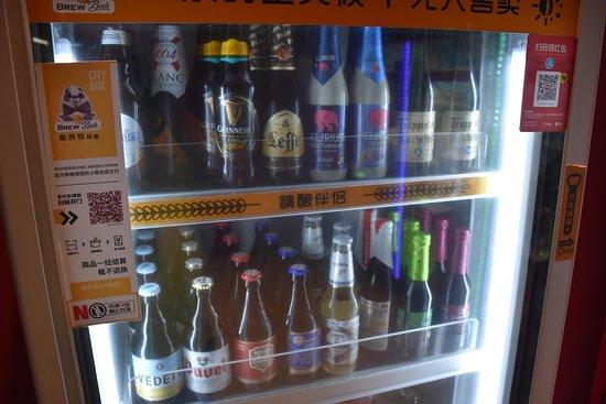 Novotel Shanghai Clover Hotel: Distributeur de bières, belges en particulier