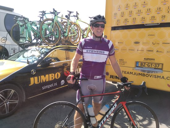 Allure Bike Rental: Start of the Vuelta! Jumbo Visma (for us Dutchies) is our favorite.
